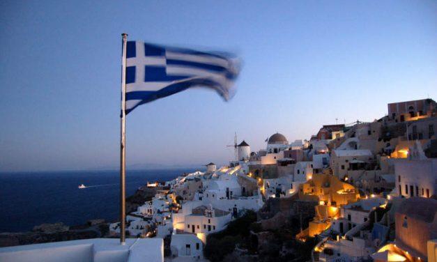 Grecia va oferi a treia doză de vaccin, în timp ce mii de lucrători medicali au fost suspendați