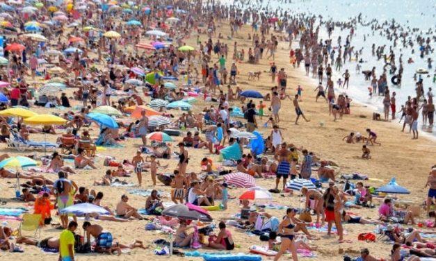 Oferte de neratat pe litoral: pachetele sunt cu 70% mai ieftine de la 1 septembrie