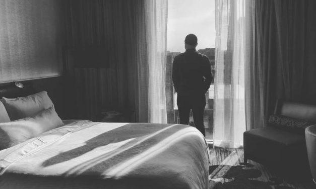 Sentimentul de singurătate s-a dublat în pandemie. Unul din patru cetăţeni ai UE se simte izolat