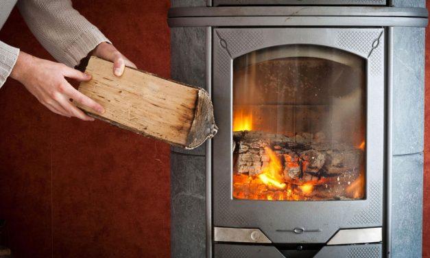 Revoltător: România s-a angajat prin PNRR să renunțe la încălzirea cu lemne în 2023