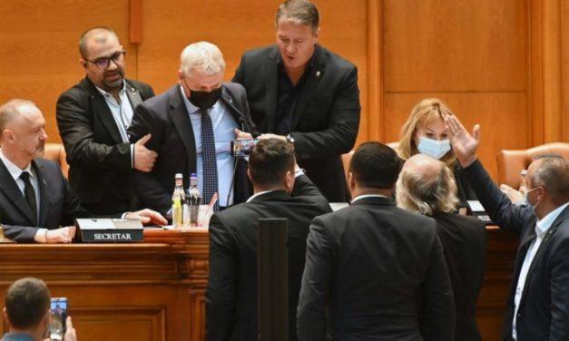 Care e legea în baza căreia parlamentarii AUR l-au săltat pe PNL-istul Florin Roman de la prezidiul Parlamentului?
