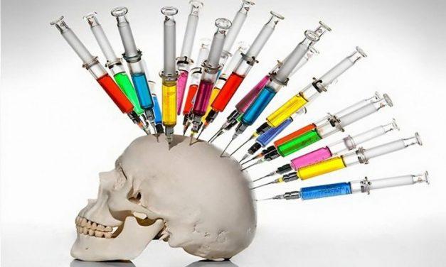 """Se mai cheamă conspirație dacă de la """"carantină doar 2 săptămâni"""" am ajuns la doza 4 de vaccin?"""