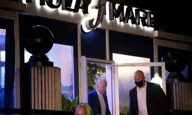 VIDEO: Joe Biden, prins fără mască la un restaurant, încălcând restricțiile