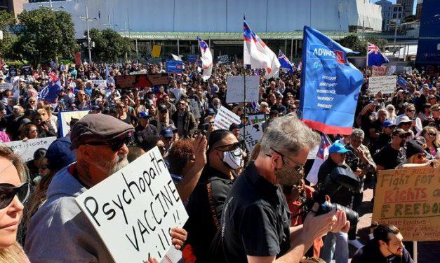 """Noua Zeelandă, ultima țară care renunță la politica """"zero covid"""", admite să trăiască cu virusul"""